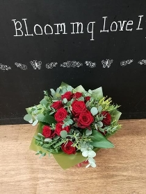 12 lush Red Roses