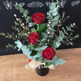 3 red rose handtied